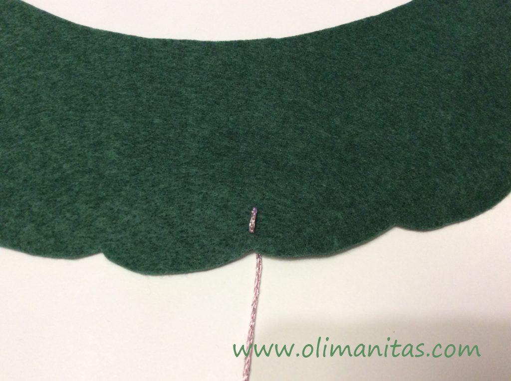 Primer paso para poner los adornos con lana de color