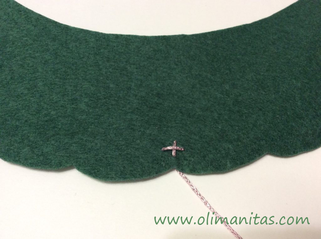 Segundo paso para poner los adornos con lana de color
