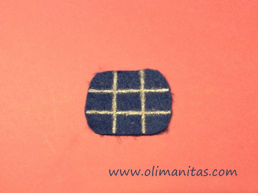 Dibujamos líneas entrecruzadas, de forma que quede dividido en 9 cuadraditos