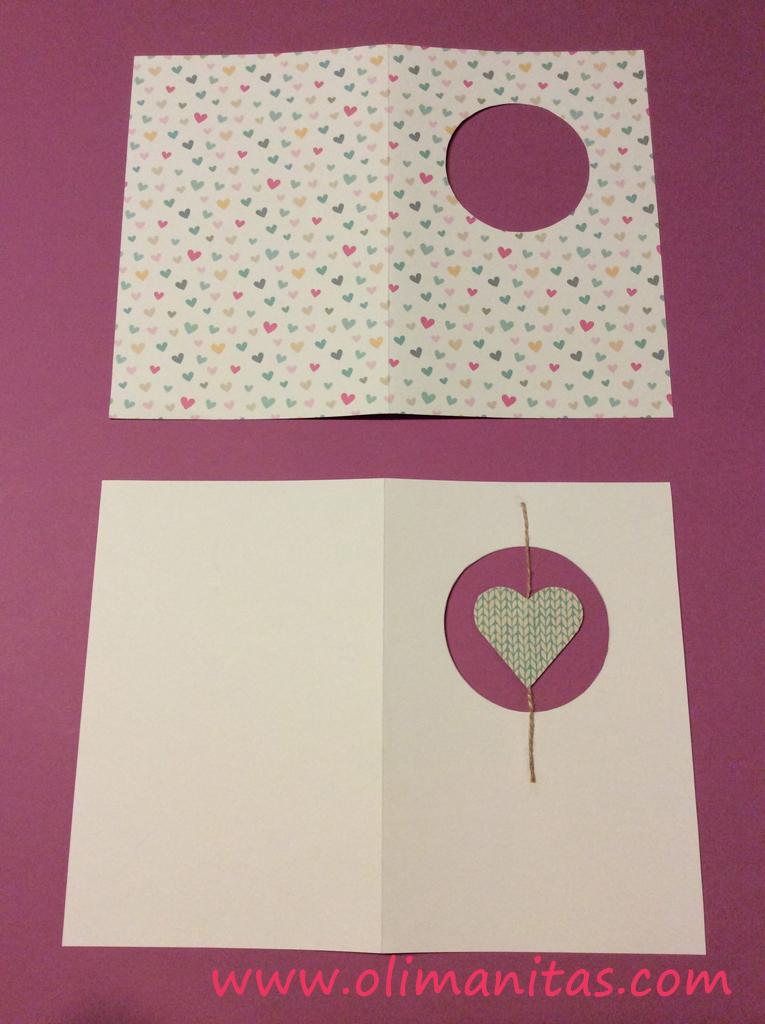 El siguiente paso es pegar el papel decorado sobre la cartulina blanca
