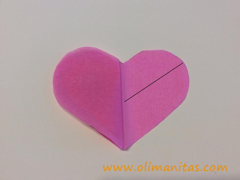 Doblamos todo el bloque de corazones de forma simétrica, dejando el más chiquitito en el interior y el más grande en el exterior