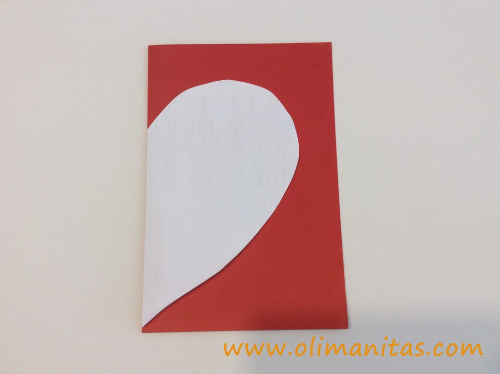 Marcamos la plantilla del corazón mas grande en la cartulina roja