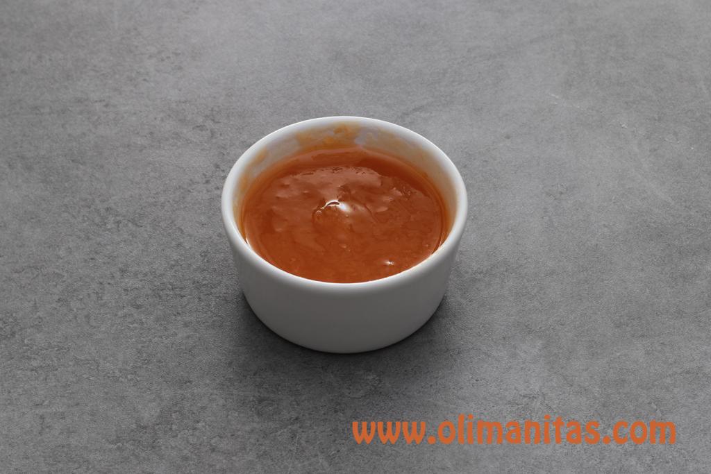 Ahora preparamos la cobertura superior de mermelada de albaricoque.