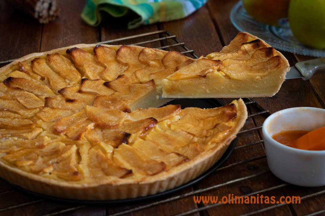 Así quedaría nuestra riquísima tarta de manzana fácil y rápida.