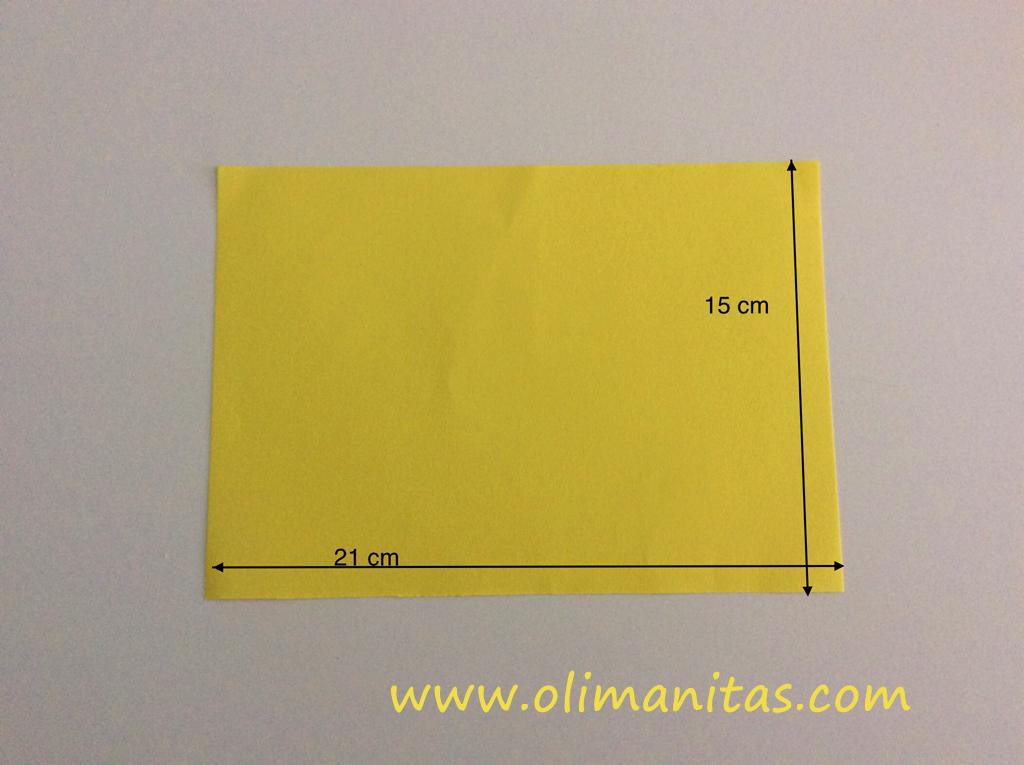 Tomamos las medidas del tablero del juego tres en raya en una cartulina, folio,.....